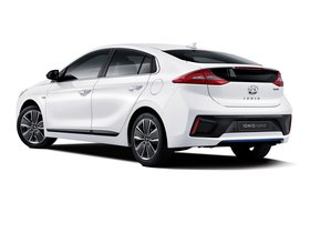 Ver foto 3 de Hyundai IONIQ Hybrid 2016
