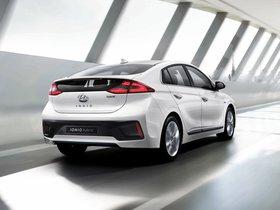 Ver foto 2 de Hyundai IONIQ Hybrid 2016