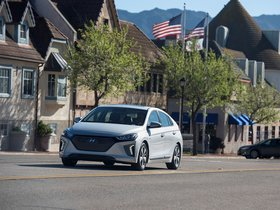 Ver foto 2 de Hyundai Ioniq Plug-in Hybrid USA 2017