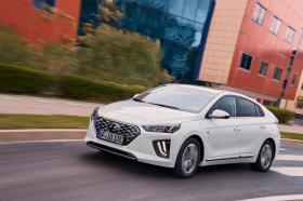 Ver foto 1 de Hyundai Ioniq plug-in 2019