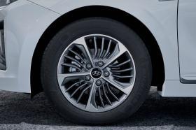 Ver foto 13 de Hyundai Ioniq plug-in 2019