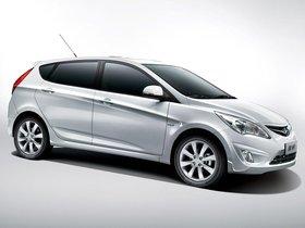 Ver foto 3 de Hyundai Verna 5 puertas 2010
