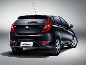 Ver foto 2 de Hyundai Verna 5 puertas 2010