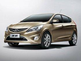 Ver foto 1 de Hyundai Verna 5 puertas 2010