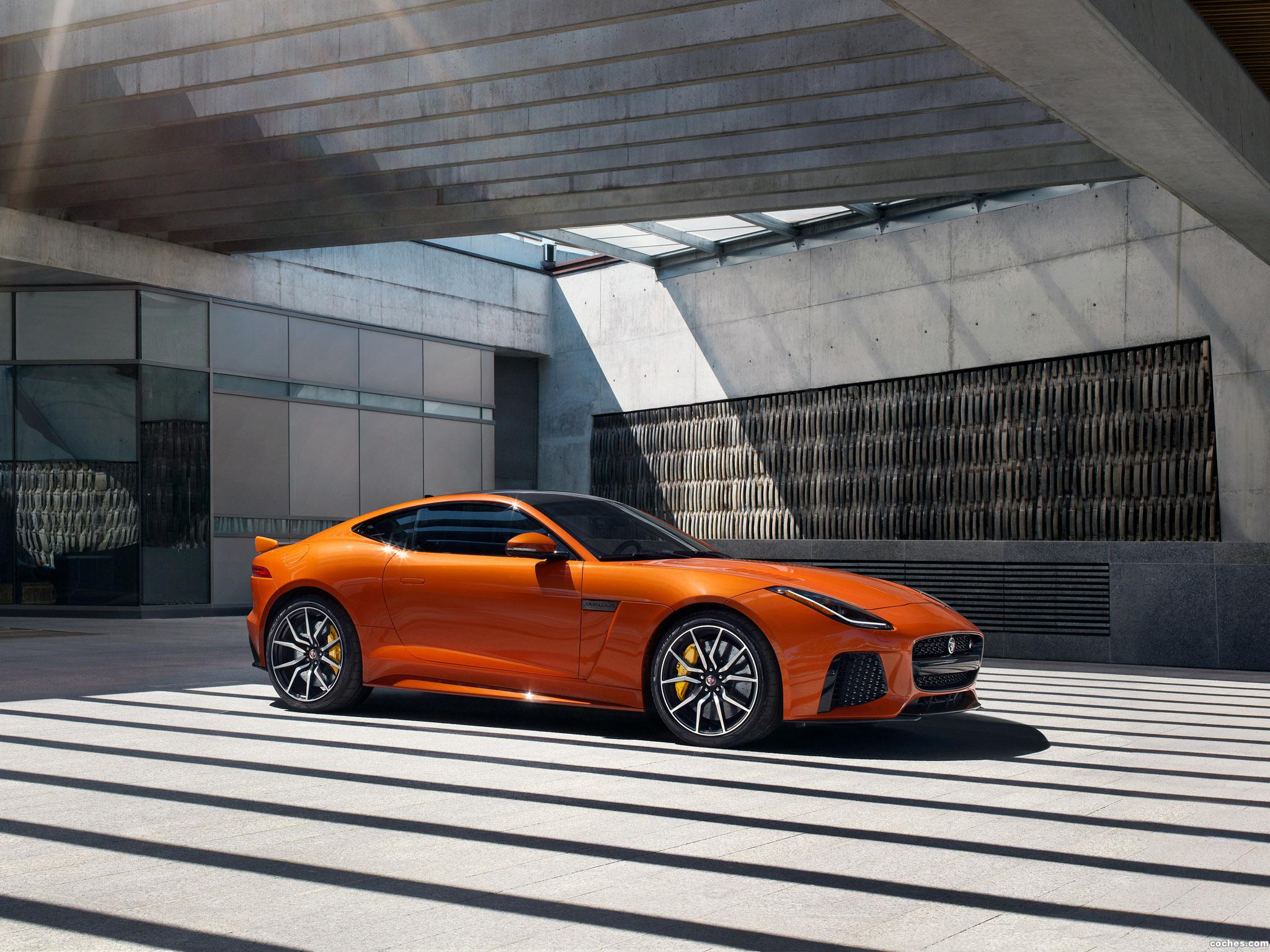 Foto 2 de Jaguar F-Type SVR Coupe 2016