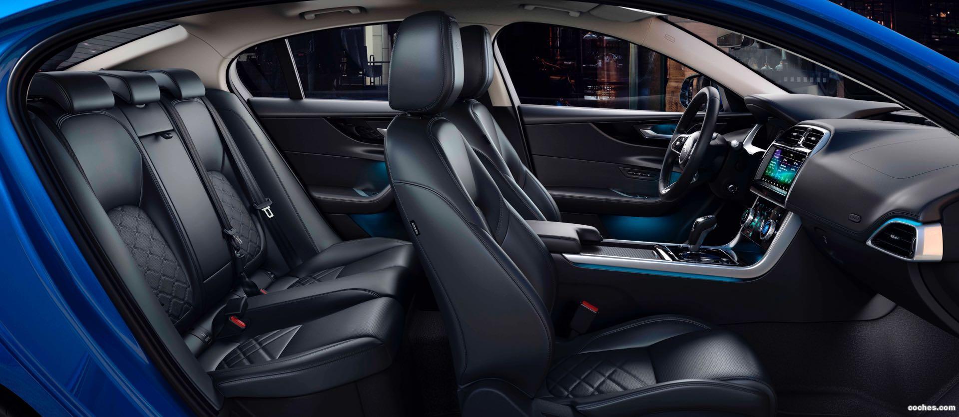 Foto 17 de Jaguar XE D180 HSE 2019