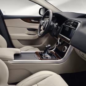 Ver foto 23 de Jaguar XE D180 HSE 2019