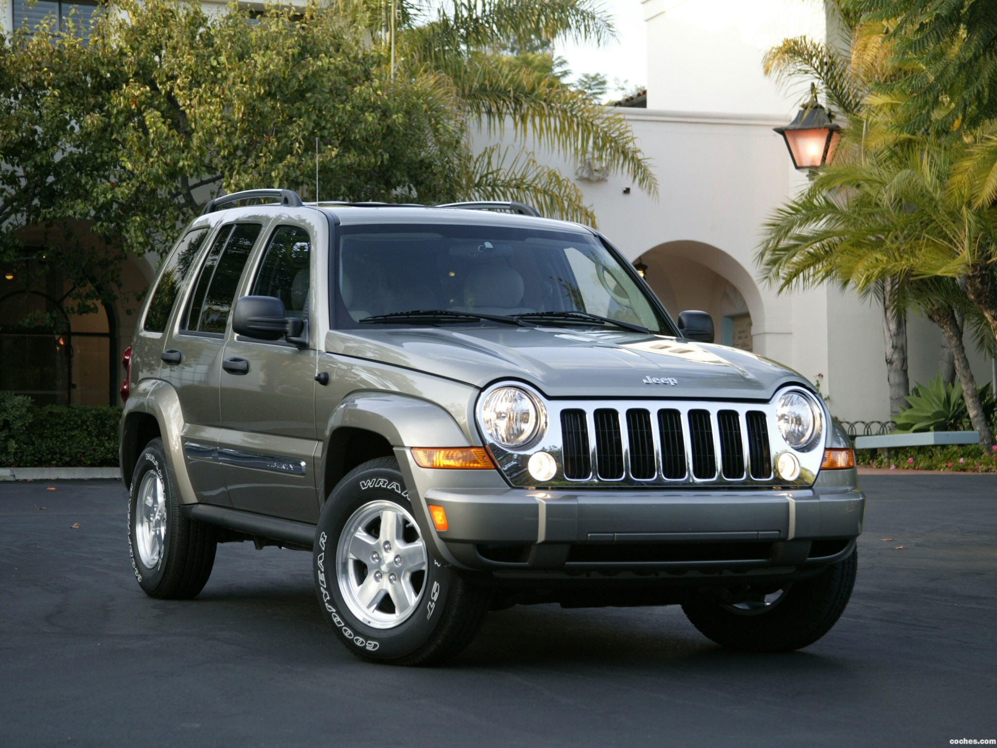 fotos de jeep liberty 2005. Black Bedroom Furniture Sets. Home Design Ideas