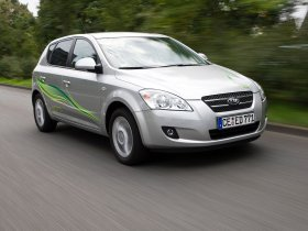 Ver foto 2 de Kia Ceed Hybrid 2008