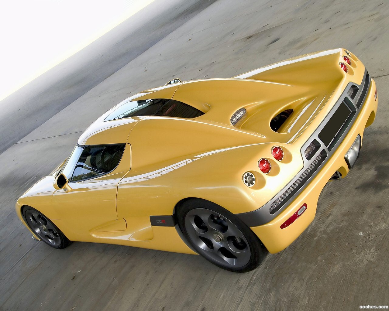 Foto 3 de Koenigsegg CCR 2004