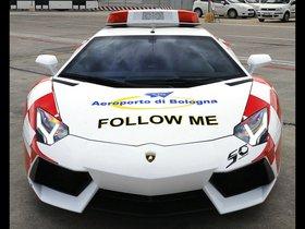 Ver foto 2 de Lamborghini Aventador Bologna Airport Follow Me Car 2013
