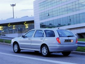 Ver foto 2 de Lancia Lybra 1999