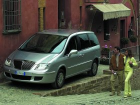 Ver foto 4 de Lancia Phedra 2002