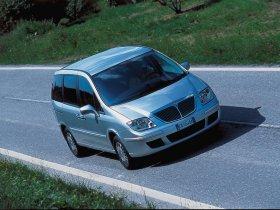 Ver foto 3 de Lancia Phedra 2002