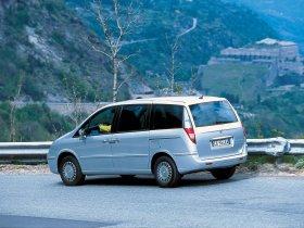 Ver foto 2 de Lancia Phedra 2002