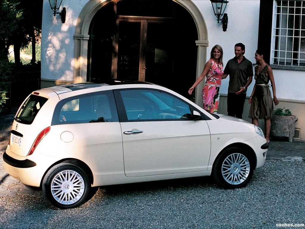 Foto 9 de Lancia Ypsilon 2003