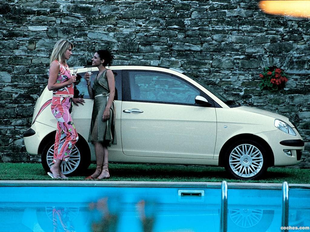 Foto 7 de Lancia Ypsilon 2003