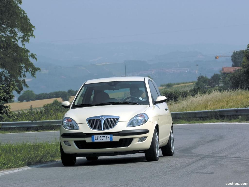 Foto 2 de Lancia Ypsilon 2003