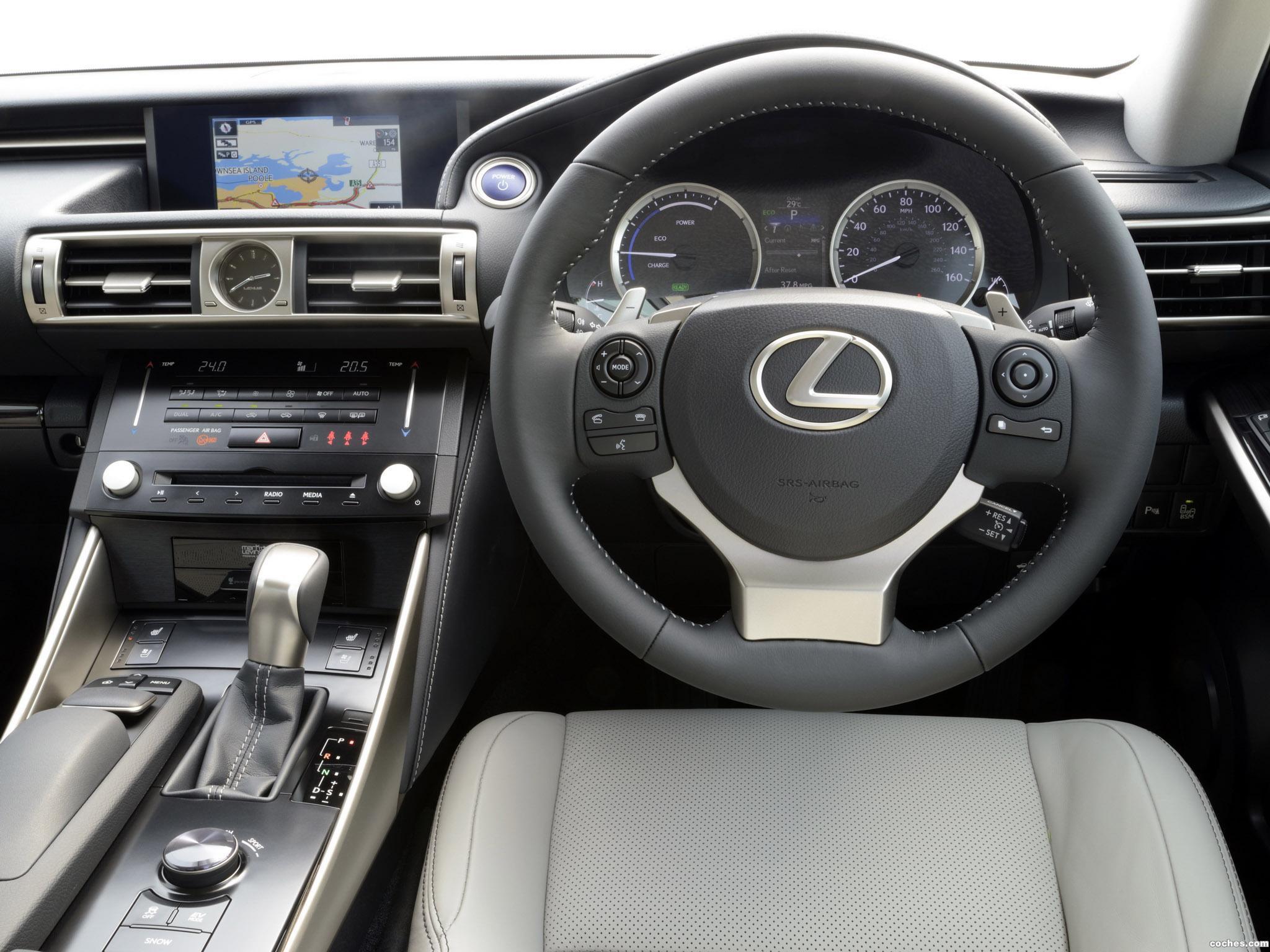 Foto 11 de Lexus IS 300h XE30 UK 2013