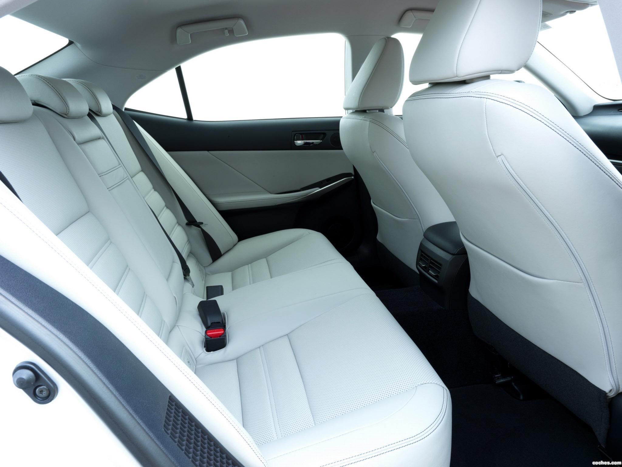 Foto 9 de Lexus IS 300h XE30 UK 2013
