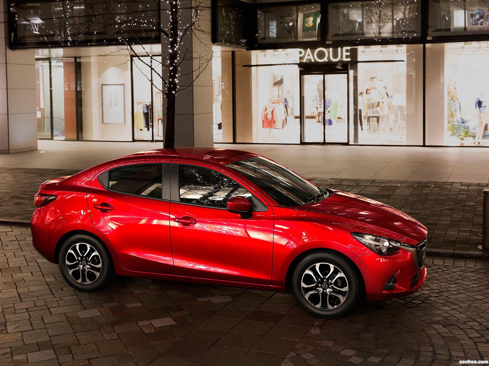 Foto 2 de Mazda 2 Sedan 2015
