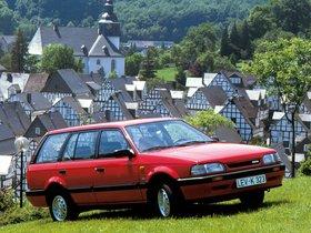 Fotos de Mazda 323 Station Wagon 4WD BW 1990