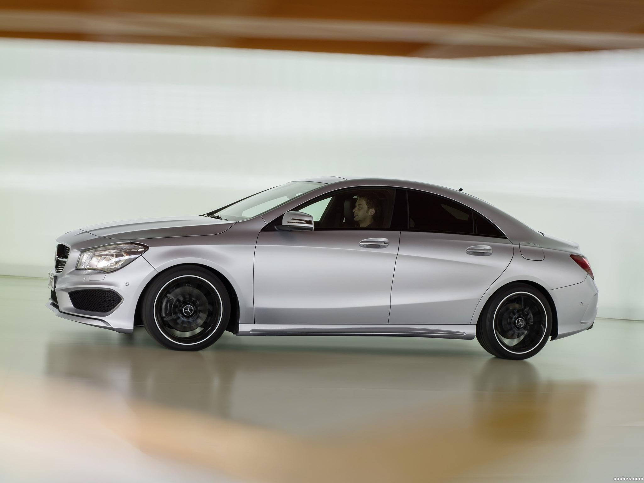 Foto 11 de Mercedes Clase CLA 250 AMG Sports Package Edition 1 C117 2013