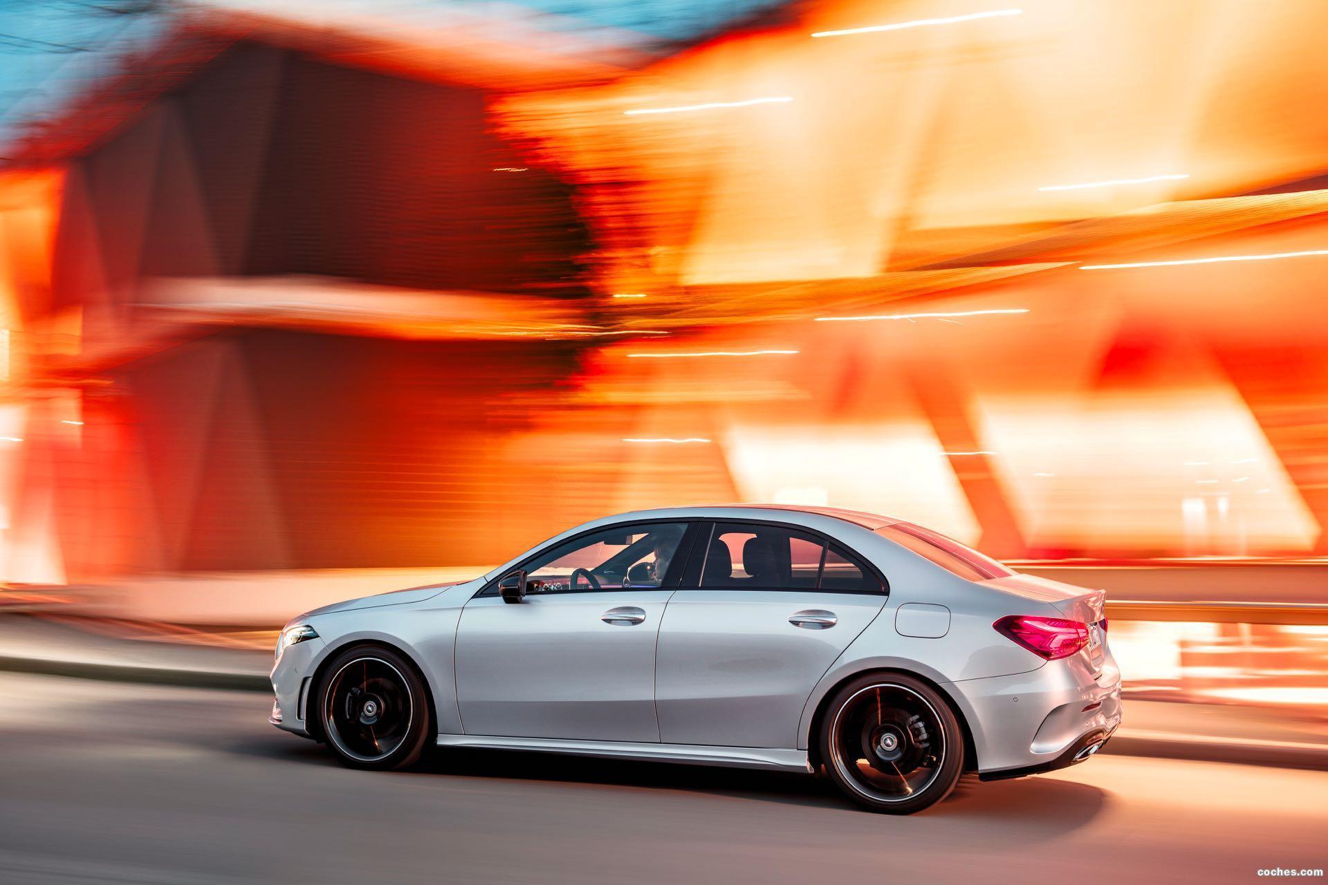 Foto 0 de Mercedes Clase A Sedan AMG Line Black 2019