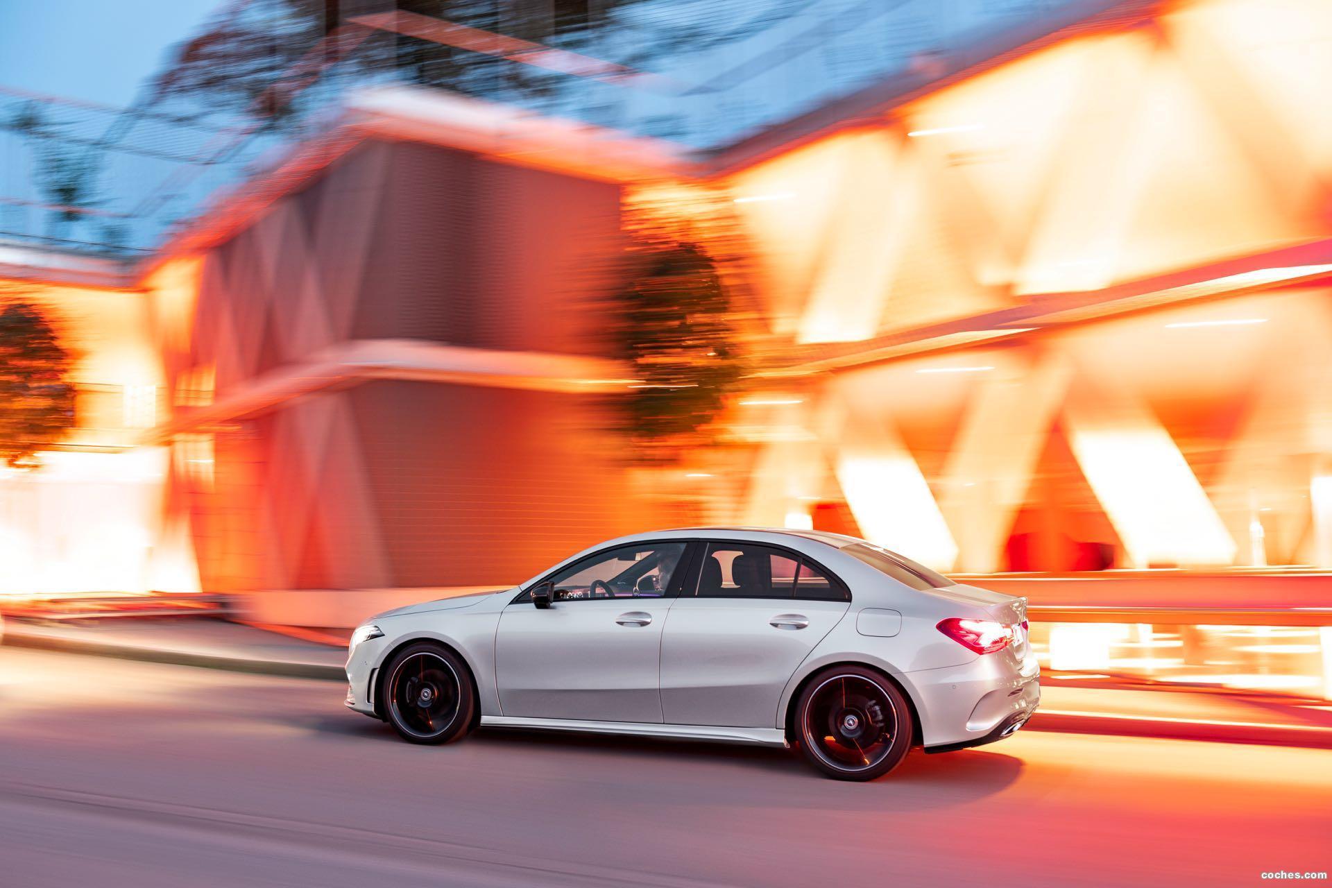 Foto 1 de Mercedes Clase A Sedan AMG Line Black 2019