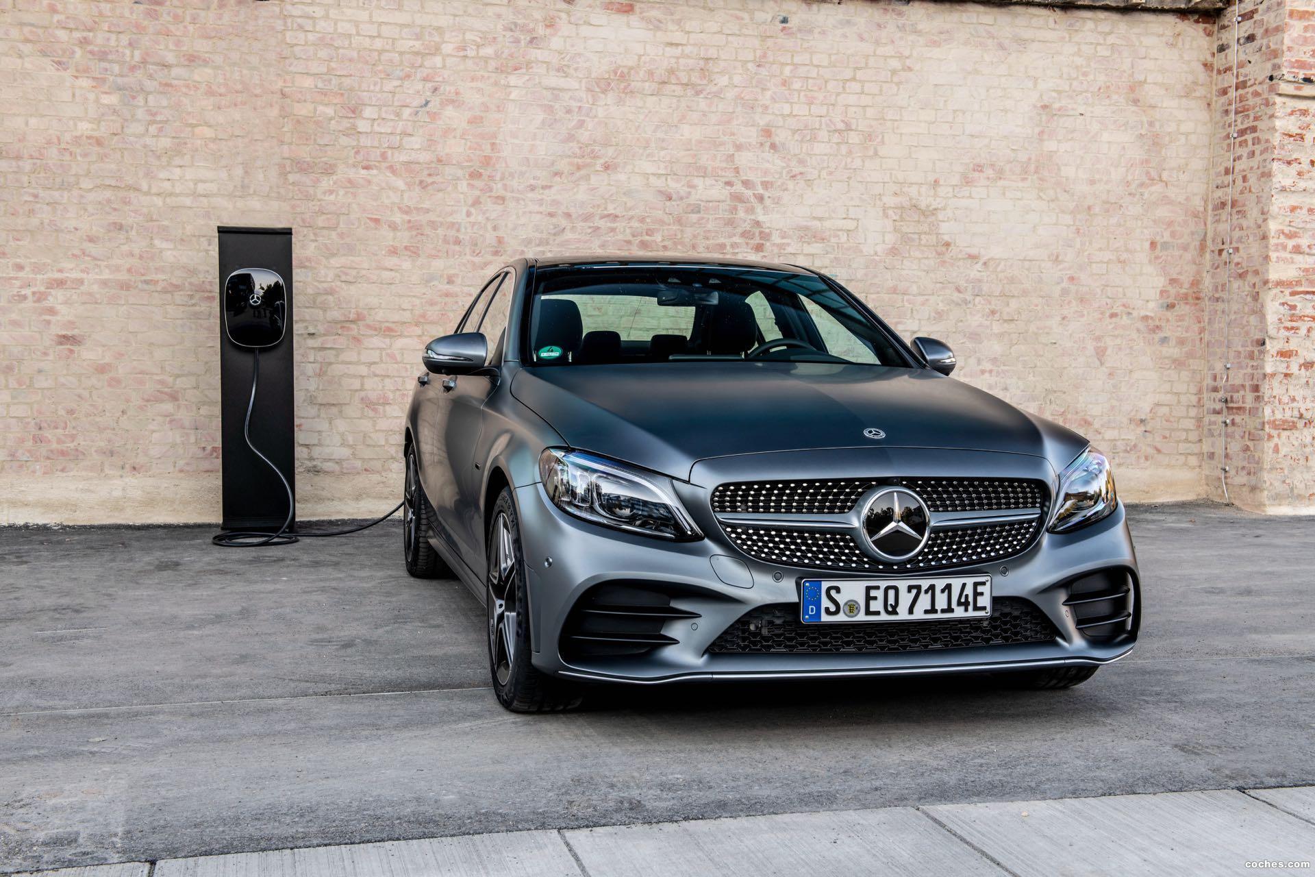 Foto 0 de Mercedes Clase C 300 de AMG Line 2019