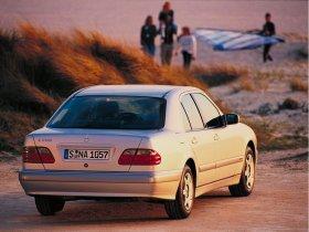Ver foto 12 de Mercedes Clase E W210 1996