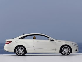 Ver foto 2 de Mercedes Clase E Coupe AMG Sports Package 2009