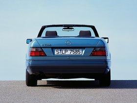Ver foto 14 de Mercedes Clase E Cabrio E220 A124 1993