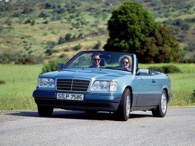 Ver foto 8 de Mercedes Clase E Cabrio E220 A124 1993
