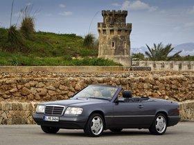 Ver foto 5 de Mercedes Clase E Cabrio E220 A124 1993