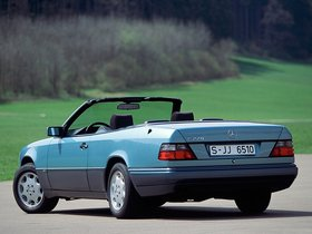 Ver foto 3 de Mercedes Clase E Cabrio E220 A124 1993
