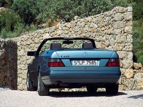 Ver foto 23 de Mercedes Clase E Cabrio E220 A124 1993