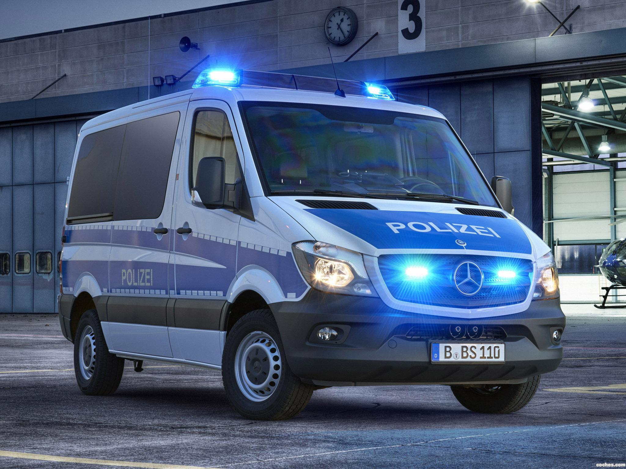 fotos de mercedes sprinter polizei w906 2013. Black Bedroom Furniture Sets. Home Design Ideas