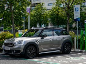 Fotos de Mini Cooper S E Countryman ALL4 F60 UK 2017