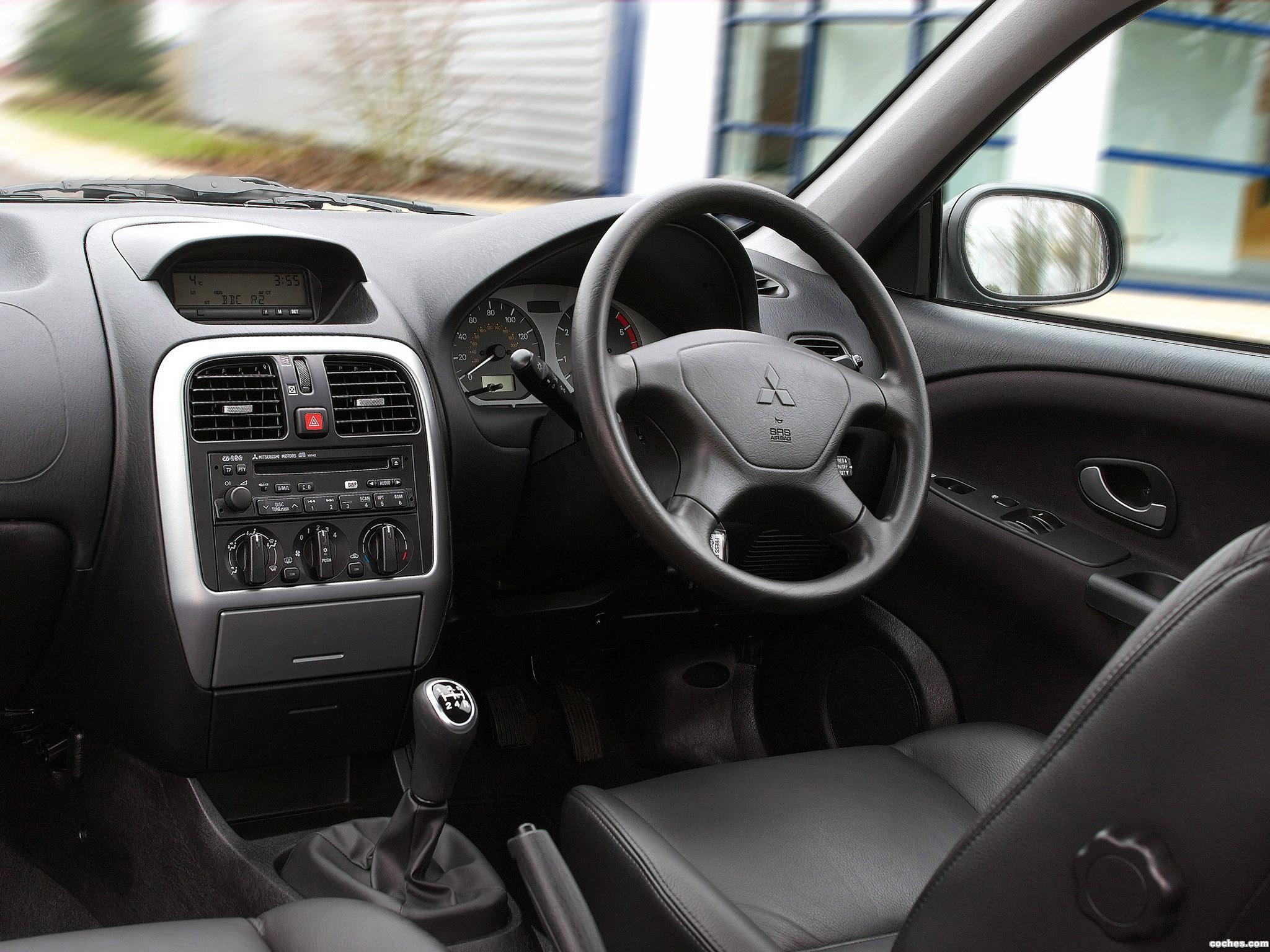 Foto 2 de Mitsubishi Carisma 5 puertas UK 2000