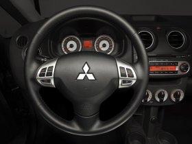 Ver foto 2 de Mitsubishi Colt 3 puertas 2008