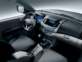 Ver foto 8 de Mitsubishi L200 Double Cab 2006