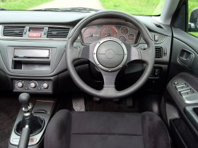 Ver foto 8 de Mitsubishi Lancer Evolution VIII MR 2004