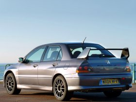 Ver foto 7 de Mitsubishi Lancer Evolution VIII MR 2004