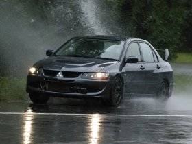Ver foto 4 de Mitsubishi Lancer Evolution VIII MR 2004