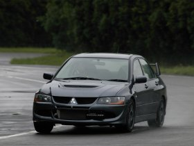 Ver foto 3 de Mitsubishi Lancer Evolution VIII MR 2004
