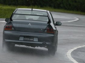 Ver foto 2 de Mitsubishi Lancer Evolution VIII MR 2004