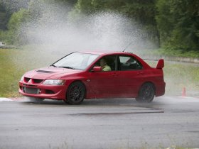 Ver foto 13 de Mitsubishi Lancer Evolution VIII MR 2004