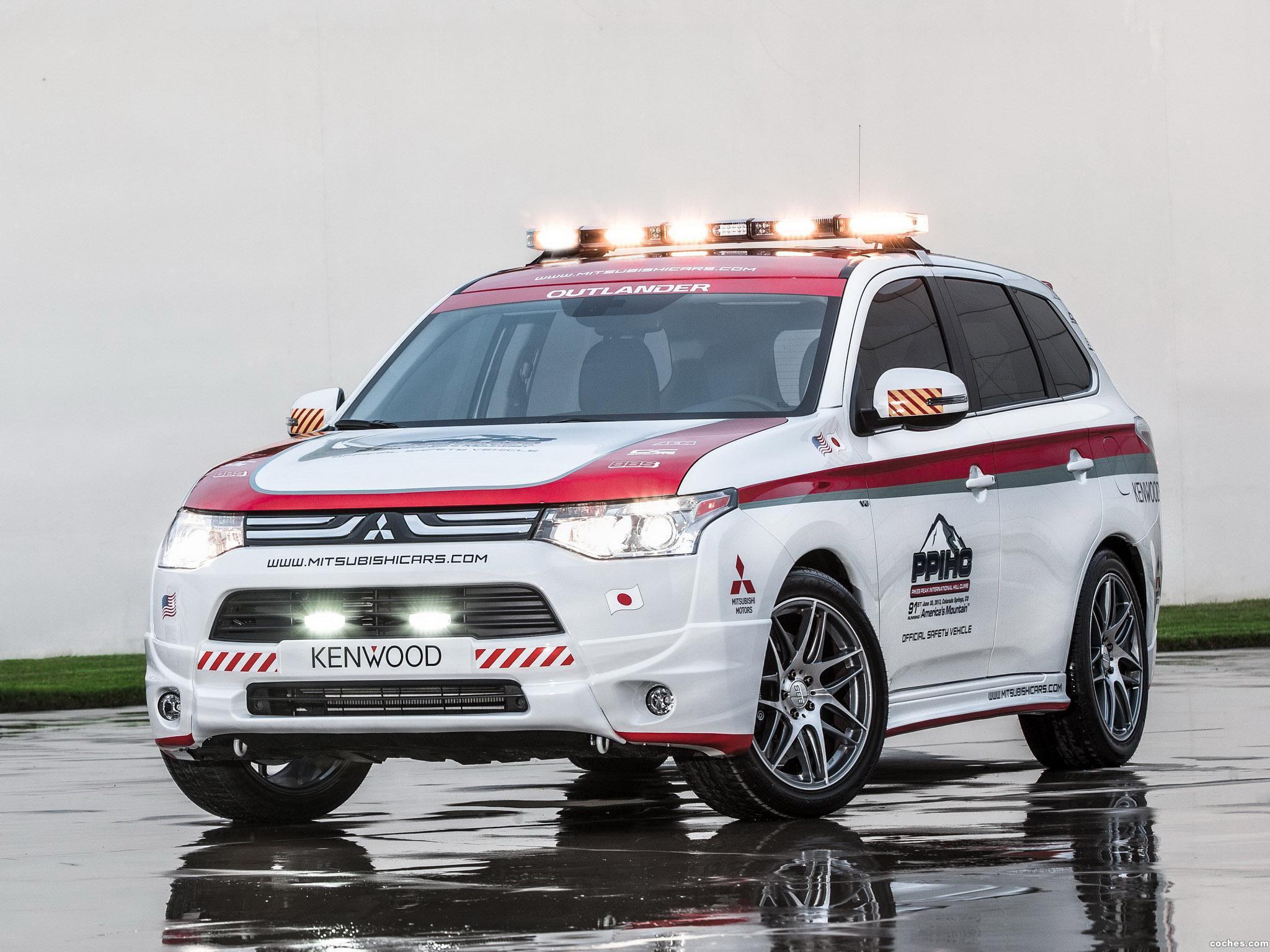Foto 0 de Mitsubishi Outlander GT Pikes Peak Safety Car  2013