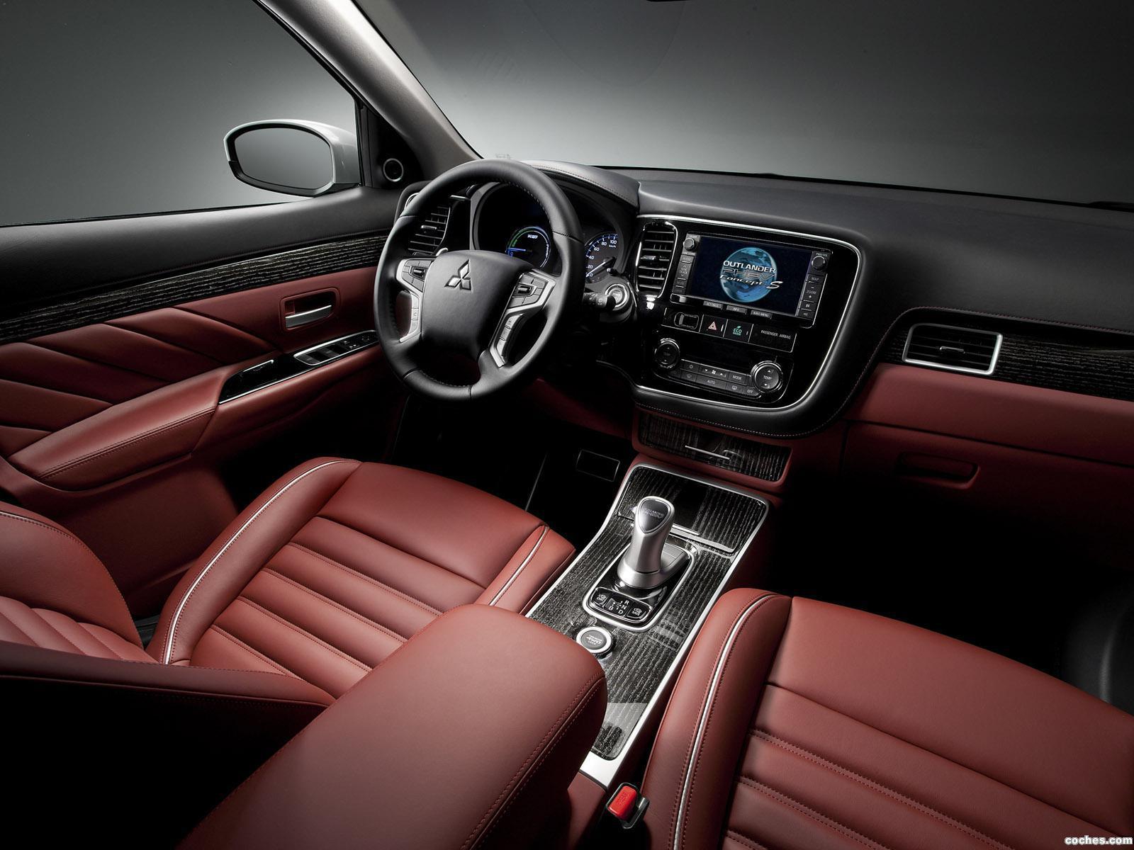 Foto 21 de Mitsubishi Outlander PHEV Concept S 2014